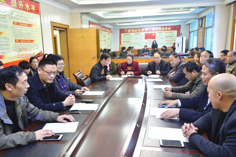 家庭助廉承诺书_县农业局组织签订家庭助廉承诺书