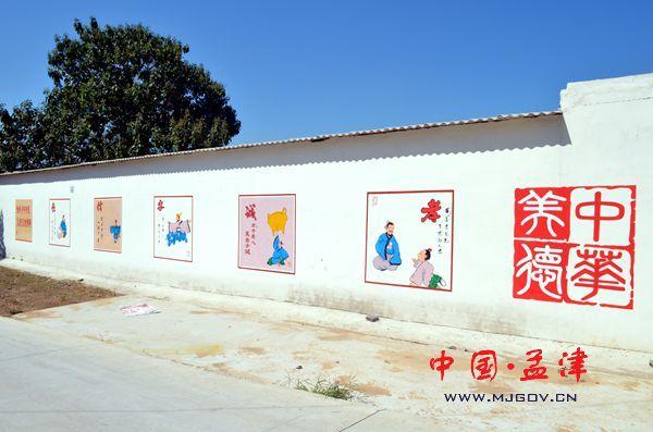 新建的文化墙运用文字,图片,漫画等形式,开展以文明新风,中国梦,中华